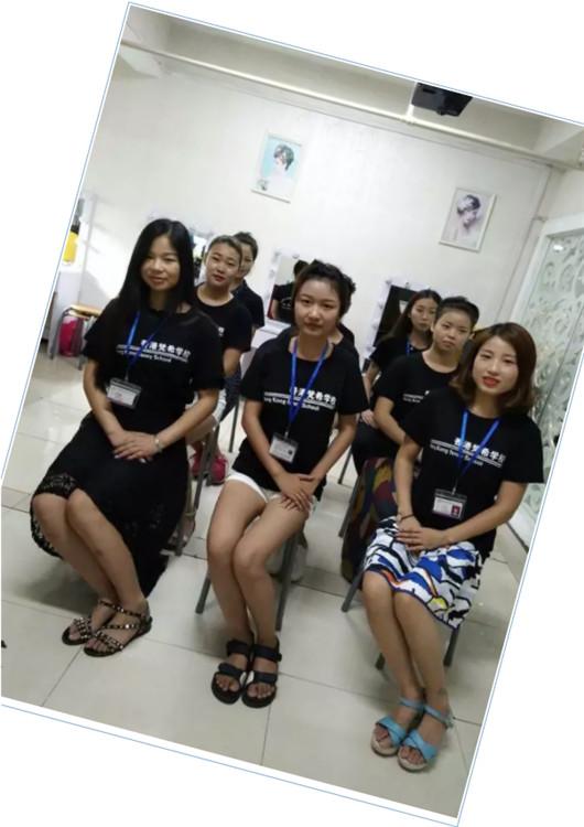 化妆培训课堂,化妆师礼仪训练
