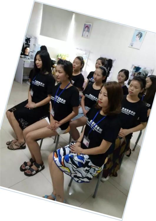 化妆培训课堂礼仪培训坐姿
