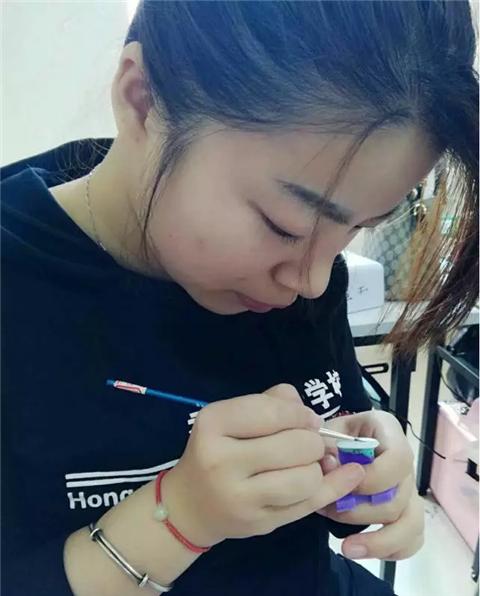 深圳梵希美甲培训学员钟风雨毕业感想