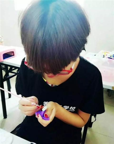 深圳梵希美甲培训学员罗莉娜毕业感想