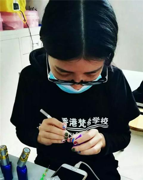 深圳梵希美甲培训学员余嘉敏毕业感想