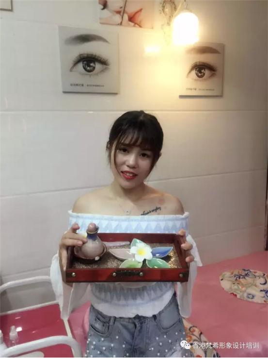 梵希美容美甲纹绣培训学员万婷婷2