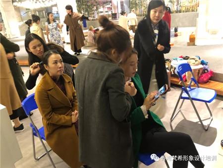 深圳梵希化妝學校學員化旗袍妝面