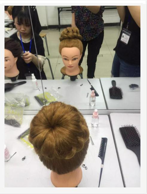 梵希化妆美发学校学员丸子头造型
