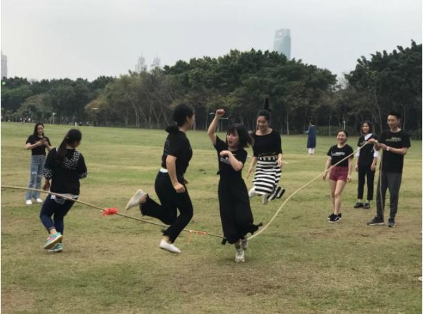 梵希化妆培训班学员跳绳