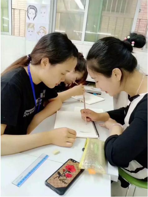 化妆培训学校学员
