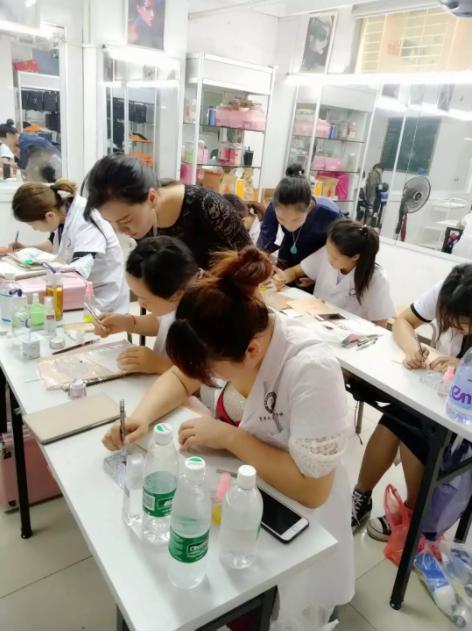 化妆培训班动态