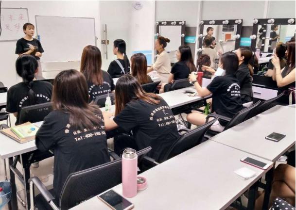 化妆培训班学员