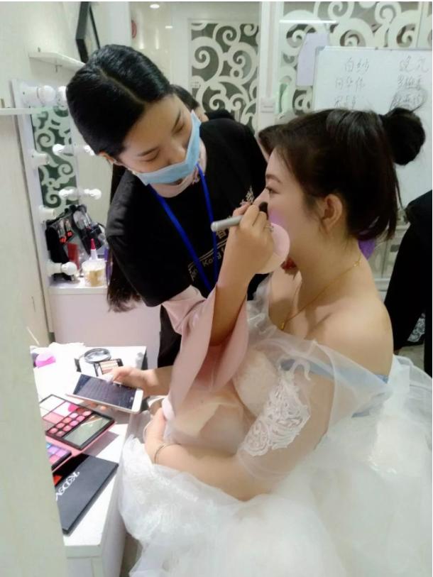 化妆培训班学员新娘妆