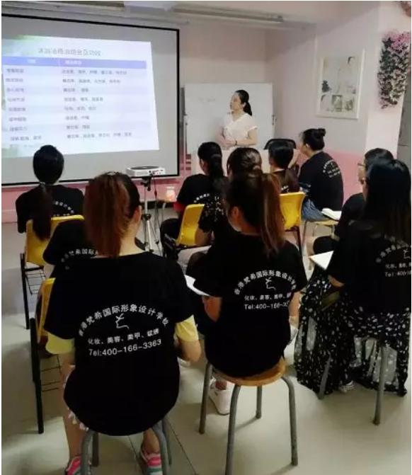 化妆培训师课程