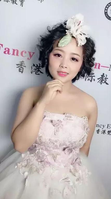 学化妆的基本步骤