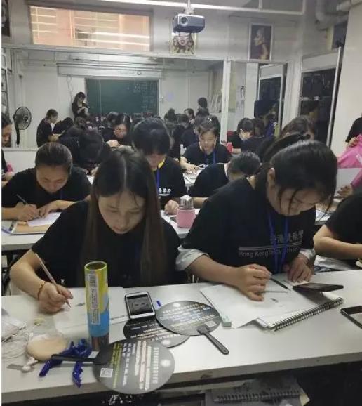 化妆师培训班学员