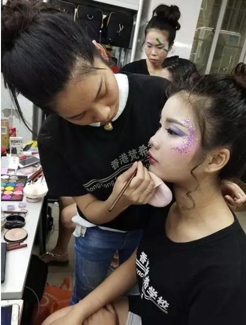化妆师培训班创意造型