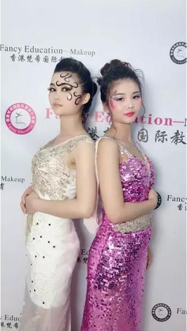 化妆师培训班模特合影