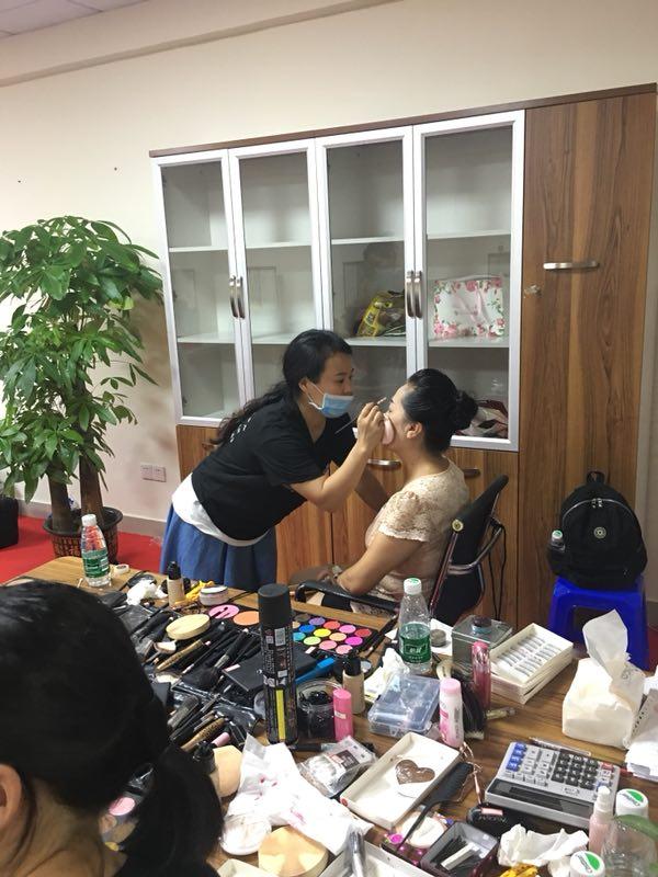 化妆师资格证