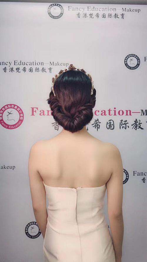 深圳梵希化妆造型培训-发型教程作品-复古红毯造型3