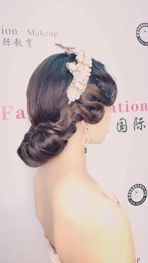 深圳梵希化妆造型平安计划聊天室-发型教程作品-复古红毯造型4