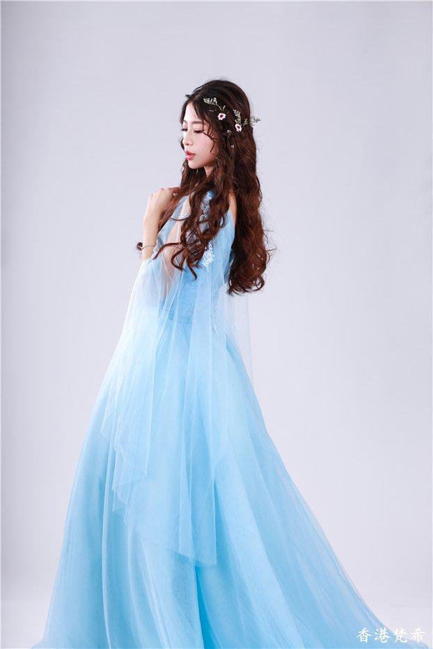 唯美浅蓝新娘造型作品3