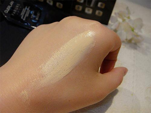 粉底颜色必须很好的与肌肤颜色相配合