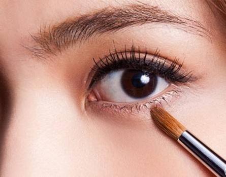从零开始学化妆化眼影