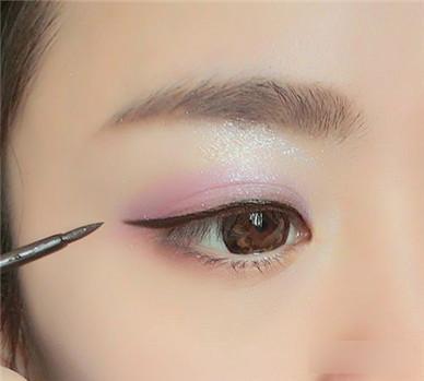 怎么学化妆眼线