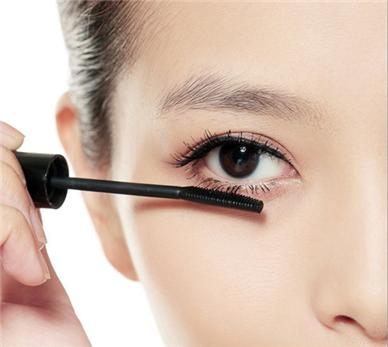 怎么学化妆画睫毛