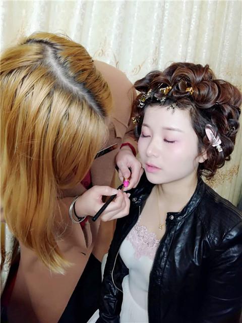新手怎么学化妆