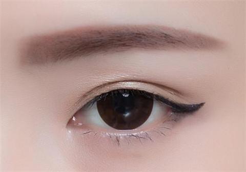 眼线怎么画好看选择颜色很重要
