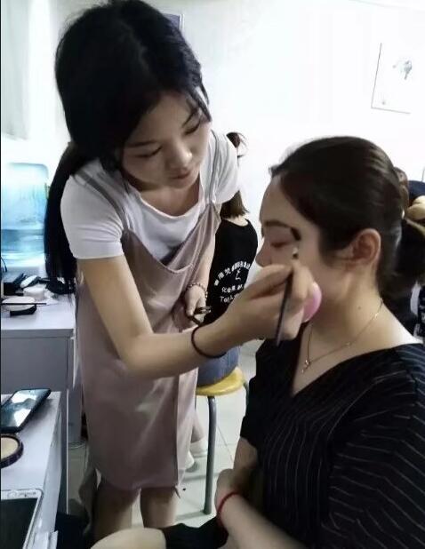 深圳学校学化妆要多少钱?