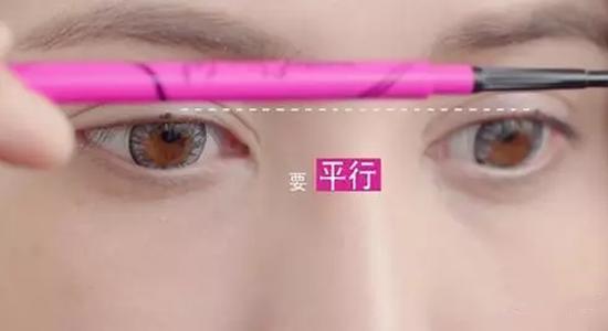 初学者画眼线方法
