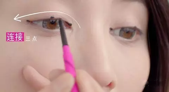 初学者怎样画眼线好看最后补妆