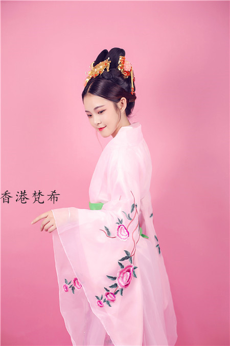 深圳梵希剧组化妆师培训让每一位学员都会具有审美能力、创新能力和制作设计彩妆的能力