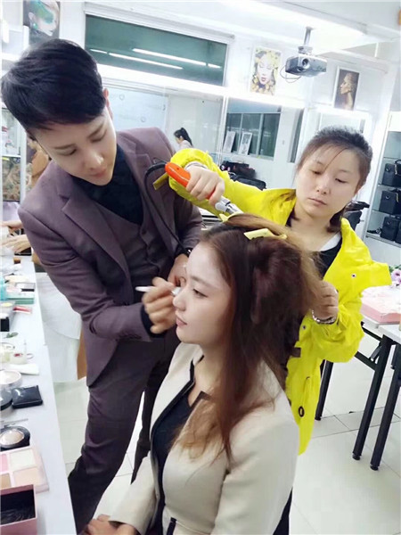 深圳梵希化妆职业培训学校