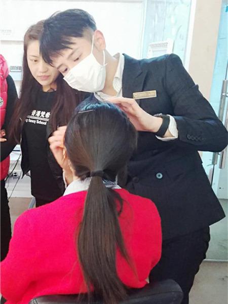 深圳哪里的化妆平安计划聊天室班好,梵希拥有是你化妆事业的指路人!