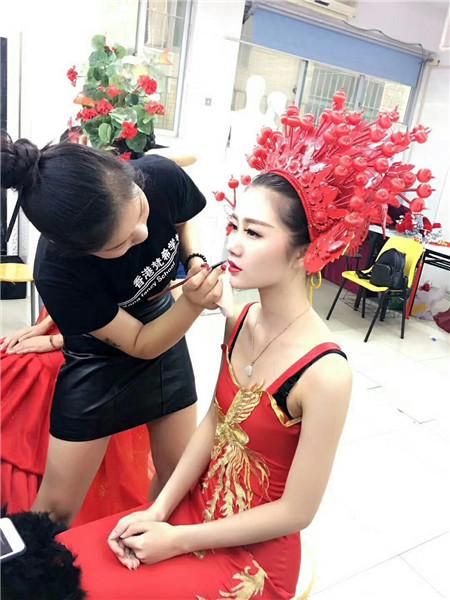 深圳哪里有化妆培训,选择好的培训机构可以让自己的成功事半功倍