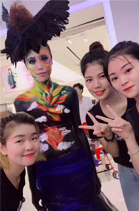深圳梵希化妆平安计划聊天室学校拥有比较丰富的课程