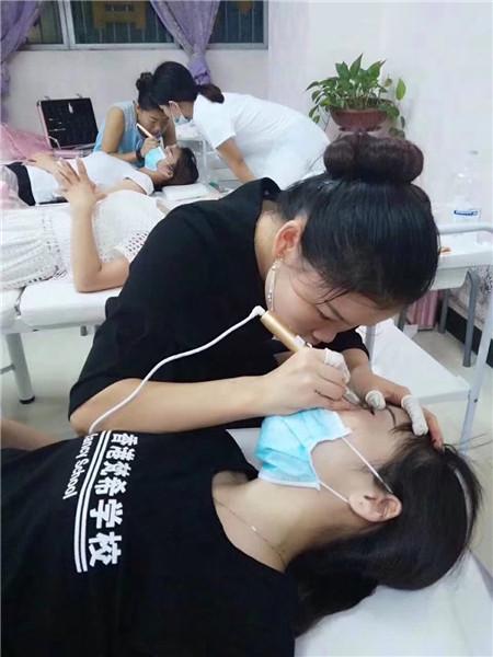 深圳梵希化妆纹绣培训学校